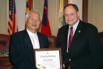 Ilchi Lee with Gaithersburg Mayor Sidney Katz